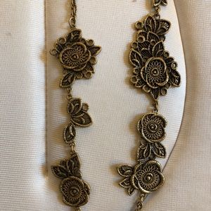 Ann Taylor Necklace - Oblong Lace-like Flowers